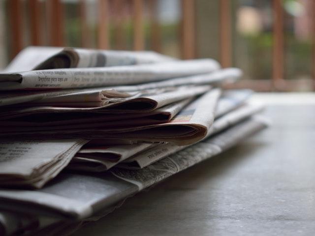 Tidningar på hög